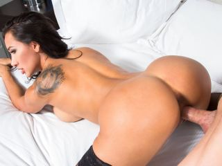 Amia Miley Fucks a Fan